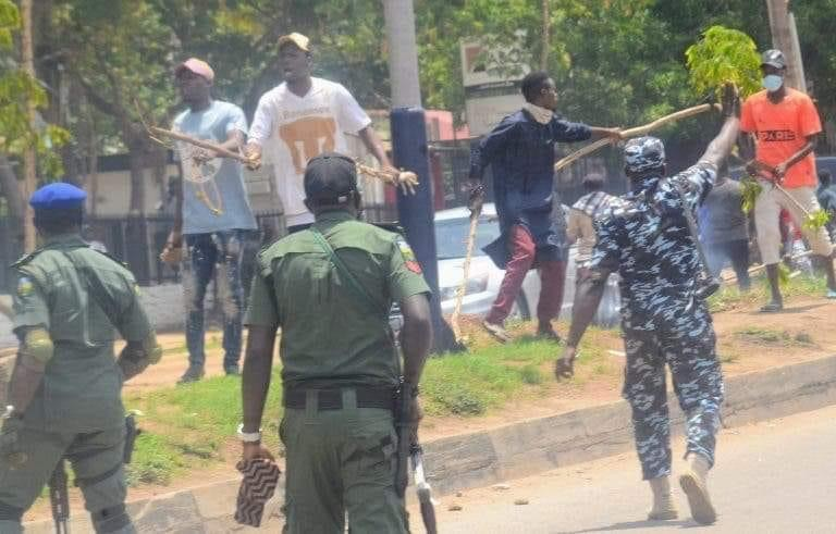 Thugs attack protesting Kaduna workers